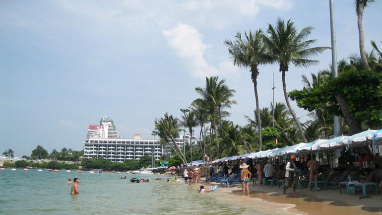 Пляж в центре города