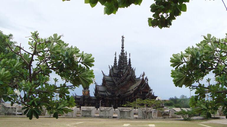 Роскошный Храм Истины в Паттайе
