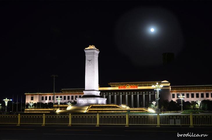 Ночь над площадью