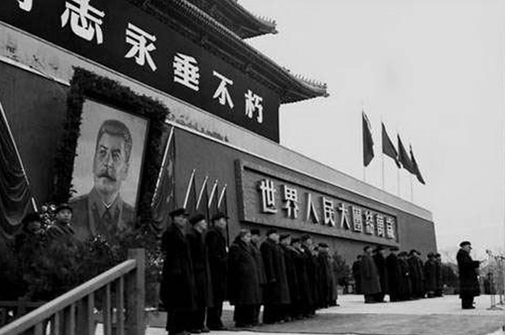 Портрет Сталина на Воротах