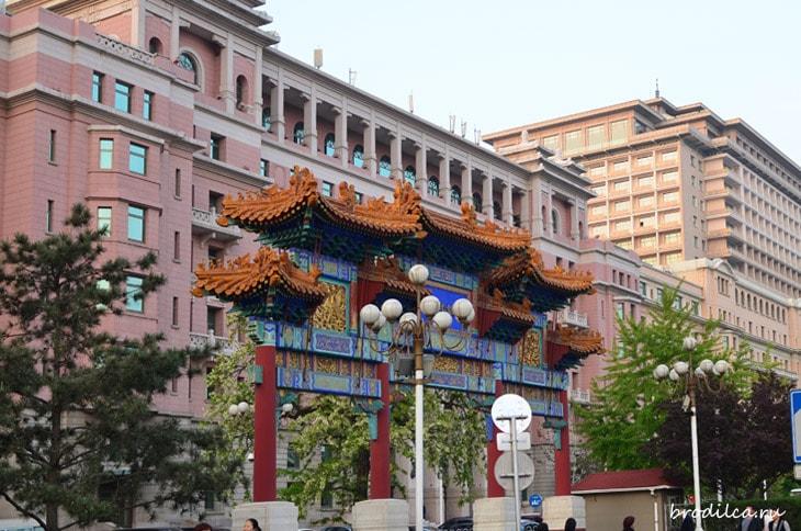 С элементами китайской архитектуры