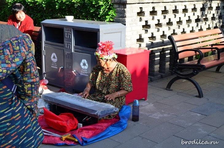 Бабулечка с синтезатором