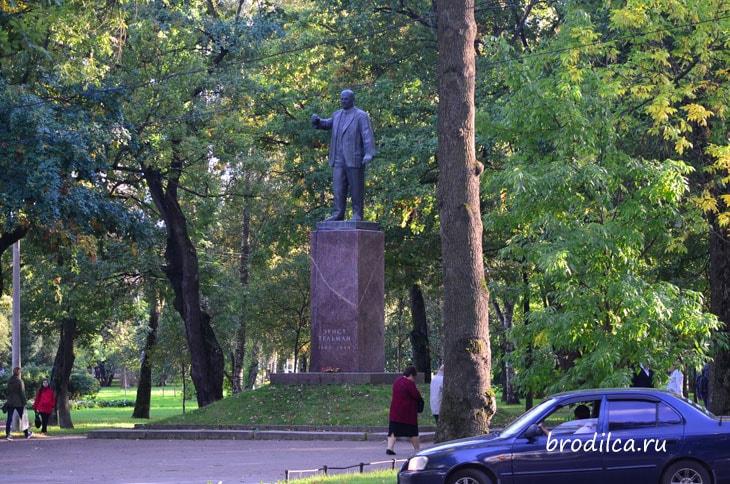 Памятник Тельману