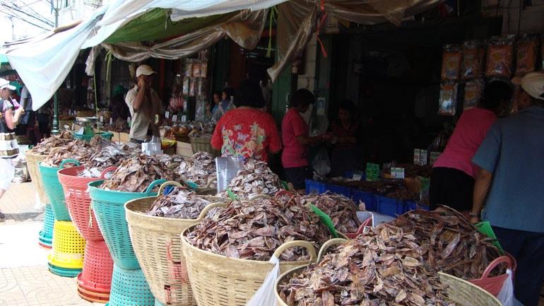 Уличную еду в Бангкоке подвинут