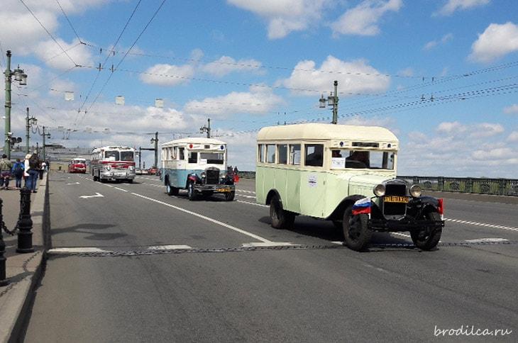 Колонна автобусов