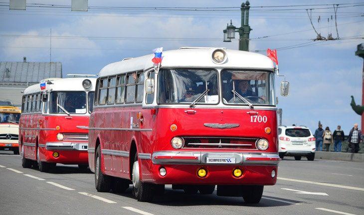 Парад ретро-транспорта в Питере