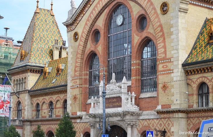 Красивое здание рынка