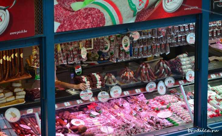 Огромный выбор колбасы