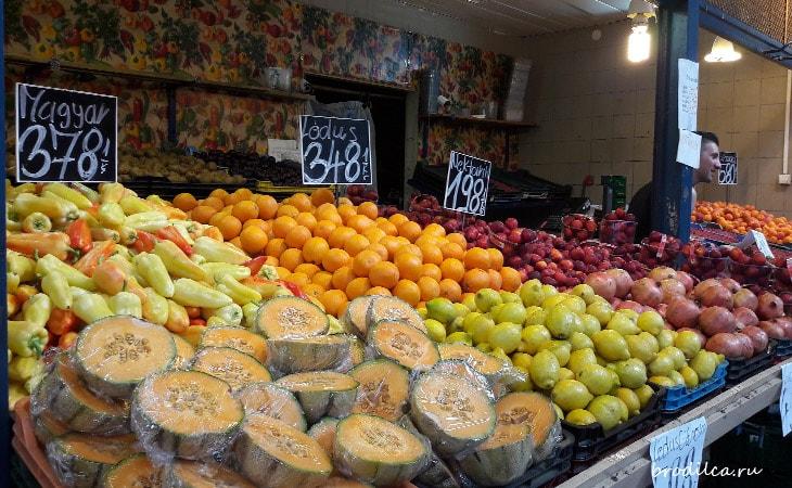 Красочные фрукты