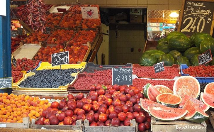 Ягоды на рынке