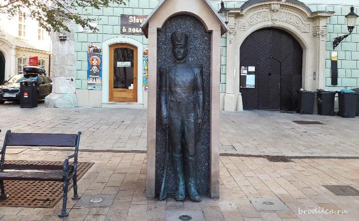 Памятник таможеннику
